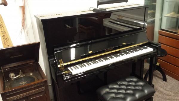 Feurich 133 cm. piano in zwart hoogglans