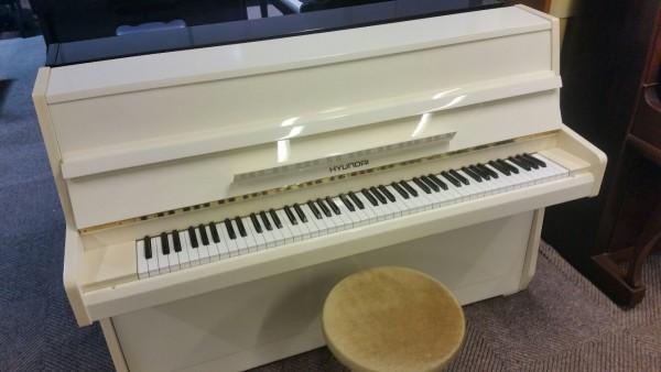 Hyundai piano wit hoogglans