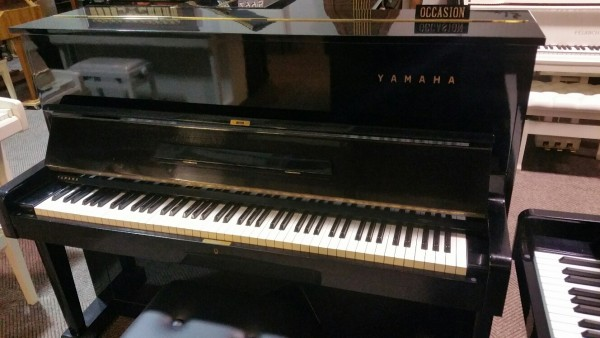 Yamaha U1 zwart hoogglans