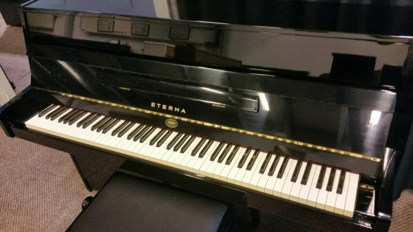 Eterna ER10 piano