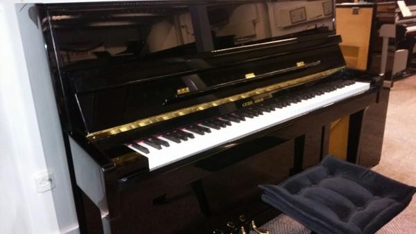Gerhard Adam piano zwart hoogglans