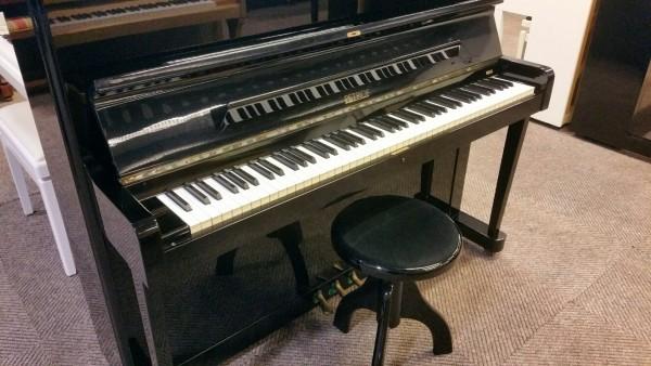 Petrof piano zwart hoogglans